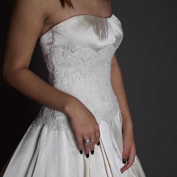 Gorgeous Judd Waddell Wedding Gown